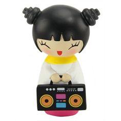 Momiji Poupée Party Girl. Les Momiji sont des poupées porteuses de messages. A l'intérieur vous pouvez glisser, sur un petit bout de papier, un voeu, un souhait, un mot, une phrase... Les Momiji sont dessinées par des designers et des créatifs du monde entier. Chaque poupée est peinte à la main.   Créatrice : Luli Bunny. www.laboutiquedubienetre.fr