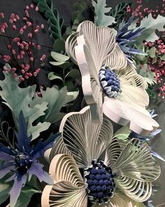 Anthropologie Store Windows with Gigantic Quilled Flowers, Spring 2017 via All Things Paper. Uses Of Paper, Diy Paper, Paper Crafts, Quilling Flowers, Quilling Art, Anthropologie Display, Visual Merchandising Displays, Quilled Paper Art, Store Window Displays