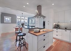 Coastal Craftsman Kitchen Design Ideas, Pictures, Remodel and Decor