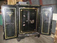 Antique Floor Safe Diebold s Special Canton Ohio Cremone Bolt, Antique Safe, Bank Safe, Safe Vault, Vault Doors, Canton Ohio, Abandoned Train, Secret Rooms, Old Antiques