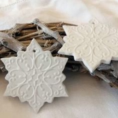 Most current Totally Free snowflake clay ornaments Ideas Beautiful handmade Snowflake Clay Tags. Should be quite easy to do in polymer clay or salt dough. Salt Dough Christmas Ornaments, Clay Ornaments, Ornament Crafts, How To Make Ornaments, Handmade Ornaments, Christmas Scents, Polymer Clay Christmas, Felt Christmas, Santa Crafts