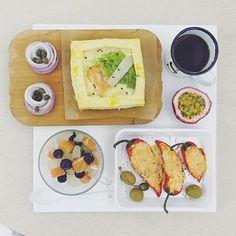 good morning thursday :-}))) . #goodmorning #morning #breakfast #yummy #goodfood #instafood #onthetable  #homemade #foodie #foodstagram #igfood #foodphotography #foodphoto #yum #2eat2gether #S_S_iloveBreakfast #朝食 #早餐 #goodmorning #早安 #おはようございます #cooking #baking #烘培 #鹹派 #板豆腐 #tofu #キッシュ #S_S_iloveBaking #quiche #tofuquiche