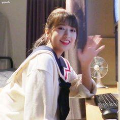 Yuri Gif, Yu Jin, Random Pictures, The Wiz, Beautiful Asian Girls, Kpop Groups, Ulzzang, Babe, Have Fun
