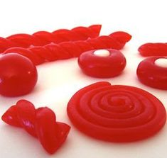Homemade Red Licorice from Chips That Pass in the Night Homemade Sweets, Homemade Candies, Homemade Candy Recipes, Liquorice Recipes, Homemade Liquorice, Red Licorice, Delicious Desserts, Dessert Recipes, Cupcakes