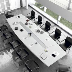 Mesa para sala de juntas de la serie Líder. Disponible en 320 o 480 cm y en diversos acabados. http://laoficinaonline.es/muebles-de-oficina/157-mesa-de-sala-de-juntas-lider.html