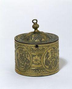 Pyx container circa 1200