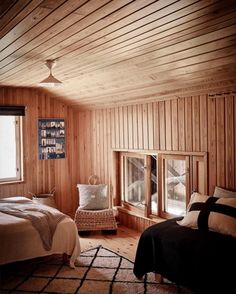 An Idyllic Finnish Summer Cabin on the Water's Edge Summer Cabins, Timber Cabin, Summer Paradise, Cabins And Cottages, Cozy Cabin, Scandinavian Home, House Design, Contemporary, Interior Design