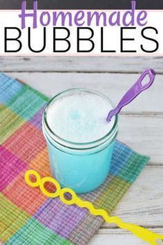 Learn how to make homemade bubbles solution for your kids they will love. It is so easy and frugal to make homemade bubbles and your kids will have a blast. Homemade Face Paints, Homemade Paint, How To Make Homemade, Homemade Crafts, Homemade Bubble Recipe, Easy Homemade Playdough Recipe, Homemade Bubbles, Bubble Solution Recipe, Homemade Bubble Solution