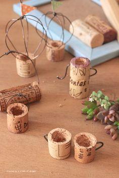 Wine Cork Projects, Wine Cork Crafts, Fairy Crafts, Garden Crafts, Garden Tools, Fairy Furniture, Doll Furniture, Miniature Crafts, Miniature Fairy Gardens