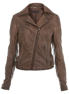 Classic motorcycle jacket! by wyzequeen
