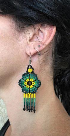 Flower Earrings, Beaded Earrings, Crochet Earrings, Beaded Bracelets, Drop Earrings, Woodland Indians, Native American Fashion, Diy Jewelry Making, Beaded Flowers