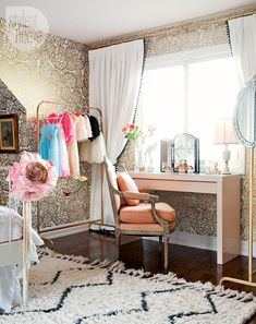 Girls' bedroom: High-gloss pink spray painted desk {PHOTO: Ashley Capp}