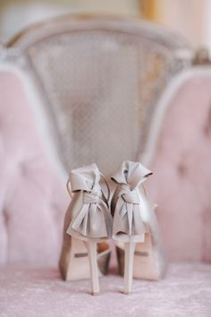 Romantic berry and rose gold glam wedding ideas with organic flowers and sparkling bridal style from a glittering wedding dress to a plum bouquet! Bridal Shoes, Wedding Shoes, Cute Shoes, Me Too Shoes, Mauve Wedding, Wedding Flowers, Gris Rose, Bow Heels, Party Shoes