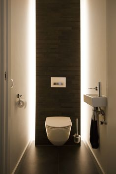 Small Downstairs Toilet, Small Toilet Room, Beautiful Small Bathrooms, Tiny Bathrooms, Bathroom Design Luxury, Modern Bathroom Design, Small Toilet Design, Modern Toilet Design, Toilet Room Decor