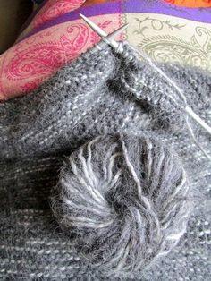 #Tricoter un #snood : guide pratique Le snood ou écharpe tube est l'accessoire tendance de l'hiver. Bien sûr, on en voit partout dans les m...:
