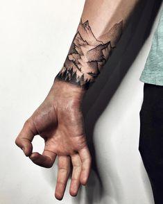 New Landscape Tattoo Sleeve Black Ideas Neue Tattoos, Body Art Tattoos, Sleeve Tattoos, Cool Tattoos, Tattoo Ink, Future Tattoos, Tattoos For Guys, Skiing Tattoo, Berg Tattoo