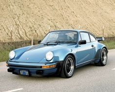 1975 911 (930) Porsche Turbo -Old School- Don't let up on the accelerator in a turn!