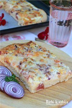 Ilyen kenyérlángost még nem ettél... Eszméletlen finom - MindenegybenBlog Salty Snacks, Yummy Snacks, Snack Recipes, Dessert Recipes, Cooking Recipes, Yummy Food, Tasty, Homemade Pickles, Hungarian Recipes