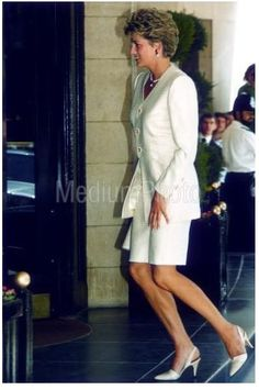 Lady Diana, Queen Victoria Descendants, Princes Diana, Diane, Wearing A Hat, Diana Spencer, Princess Of Wales, Kate Middleton, Daughter