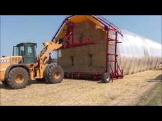 Fast and easy system for safe storage of square bales. Modern Agriculture, Heavy Equipment, Farms, Outdoor Gear, Harvest, Engineering, Vehicles, Youtube, Agriculture