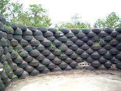 Build a wall old tire of Flowers & Herds & Vegetables. Hmm nice for the yard Tire Garden, Garden Soil, Gardening, Tire Craft, Earth Bag Homes, Earthship Home, Tire Planters, Build A Wall, Tyres Recycle