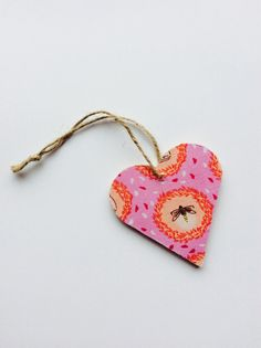 Wooden hanging heart decoration bee wasp pink by LittleWalrusCo