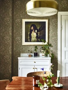 William Morris wallpaper in the dining room Interior Styling, Interior Design, Home Design, Morris Wallpapers, William Morris Wallpaper, Classic Wallpaper, Swedish House, Inspirational Wallpapers, Kitchen Cabinetry