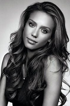Jessica Alba-- I LOVE her hair in this picture! I want to grow mine out to this length. If I ever can make it look like this, even better! Jessica Alba Haar, Jessica Alba 2014, Jessica Alba Makeup, Jessica Alba Pictures, Jessica Biel, Pretty People, Beautiful People, Beautiful Women, Simply Beautiful