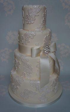 Vintage Lace Wedding Cake...wow.. breathtakingly beautiful!