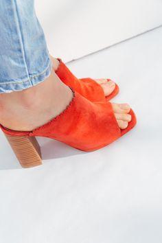 Mules Arlette corail chèvre velours Chaussures Corail, Chaussures Femme,  Boutique Vetement Femme, Velours 7e7906cbeb84