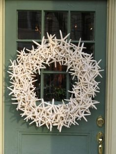 Starfish wreath.  This would look great on the front dooor of a waterfront cottage.
