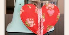 This Sweet Potholder Makes a Great Gift Too! Who can resist a cheerful heart in their kitchen, especially when it's handy too? This potholder not only looks great, but it's cleverly designed so you can slip your hand into it for maximum protection. Insul-Bright batting makes it heat proof. This is a quick and easy …