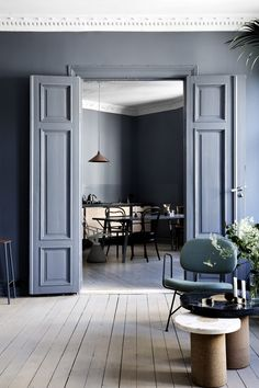 blue interior trend - blue interiors - blue walls - colour trends 2017 - colour 2017 - denim drift - colour of the year 2017 - blue paint trend - dulux denim drift❣️~ Style By Gj *~ Home Interior, Interior Decorating, Interior Design, Interior Modern, Interior Doors, Pastel Interior, French Interior, Classic Interior, Interior Paint