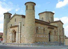 Arquitectura románica. Iglesia de San Martín de Frómista en el camino de Santiago.