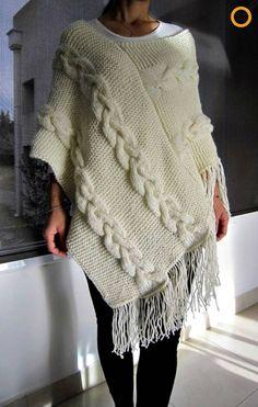 Bayan örgü panço modelleri ve yapılışları #panço #tığişi #tığişimodelleri #crochet #crochetpatterns #poncho Knitted Poncho, Crochet Shawl, Knit Crochet, Pullover Mode, Poncho Knitting Patterns, Scarf Sale, Cute Clothes For Women, Christmas Fashion, Sweater Fashion