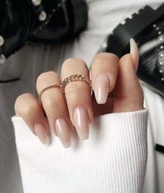 Wedding nails inspirations for the perfect wedding look. Here you will find the best nail ideas for your wedding day from simple nail designs to sophisticated nails art ideas. Each bride will find something special and unique. Acrylic Nails Natural, Fall Acrylic Nails, Acrylic Nail Designs, Natural Nails, Classy Acrylic Nails, Solid Color Nails, Nail Colors, Bridal Nails, Wedding Nails