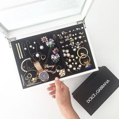 woke up thinking about how urgently I needed to organize my jewellery. So over coffee this morning I did just that. also jewellery box is from @zarahome- bought it on sale for 20 euros! #frassyhome #bcn #sundaymorning by frassyaudrey