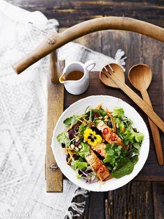 Tom yam salmon salad