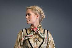 2017-10-Eva-Bunad-980-fin Folk Costume, Costumes, Norwegian Clothing, Henna, Folk Art, Beautiful Dresses, Brooch, Fantasy Clothes, How To Wear