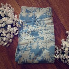 Dorothy Perkins Jeans Bold floral Dorothy Perkins jeans. Great condition! Dorothy Perkins Jeans Ankle & Cropped