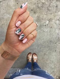 Tropical Palm Print Nail ArtBeauty Nail Art essie julep nail art summer 56 ideas for nails colors ideas february Cute Summer Nail Designs, Cute Summer Nails, Spring Nails, Fun Nails, Pretty Nails, Summer Nail Art, Summer Holiday Nails, Nail Designs Floral, Tropical Nail Designs