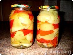 Рецепт сладкого перца, маринованного с яблоками  Ингредиенты:   ● на 10 банок емкостью 0,5л  ● сладкий желтый и красный перец 4кг,  ● 1 кг яблок не цветных,  ● 2 ч.л. корицы,   для маринада: ● на 1л воды  ● 300г уксуса 6%,  ● 40г сахара,  ● 30г соли,  ● 1 ч.л. молотой корицы.  Приготовление:  Как замариновать сладкий перец с яблоками. Очистить и разрезать перцы на половинки, на 2-3 мин опустить в кипящую воду, остудить. На четвертинки разрезать яблоки, убрать семена, опустить в кипяток на…