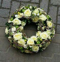 Kranz Funeral Tributes, Funeral Flowers, Art World, Flower Art, Floral Arrangements, Wedding Ceremony, Table Decorations, Floral Decorations, Floral Design