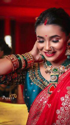 Indian Bridal Makeup, Indian Bridal Outfits, Indian Dresses, Bridal Dresses, Indian Bride Poses, Saree Floral, Black Lace Fabric, Saree Draping Styles, Indian Bridal Hairstyles