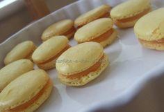 Citromos macaron recept képpel. Hozzávalók és az elkészítés részletes leírása. A citromos macaron elkészítési ideje: 25 perc Meringue, Minion, Macarons, Hamburger, Muffin, Cooking Recipes, Cupcakes, Bread, Cookies