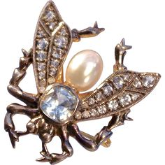 A Large Vintage 1930's Aquamarine Cultured Pearl and Diamond Insect Bug  Brooch Pin A lovely brooch, studded with gemstones, depicting a fly insect,