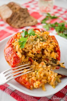 Classic Greek Stuffed Vegetables, with rice, pine nuts and raisins Vegetarian Cooking, Vegetarian Recipes, Cooking Recipes, Greek Recipes, Veggie Recipes, Delicious Vegan Recipes, Healthy Recipes, Eat Greek, Vegetable Dishes