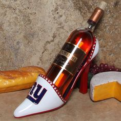 Authentic NFL Green Bay Packers Team Sprit High Heel Shoe Wine Bottle Holder -- Visit the image link more details. Nfl Chicago Bears, Nfl Dallas Cowboys, Pittsburgh Steelers, Vikings Football, Minnesota Vikings, Steelers Gear, Steelers Stuff, Football Stuff, Football Baby