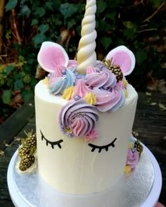 A magical unicorn cake?! Swoon!