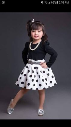 FOTO Frocks For Girls, Kids Frocks, Little Dresses, Little Girl Dresses, Girls Dresses, Kids Dress Wear, Kids Gown, Baby Girl Dress Patterns, Baby Dress